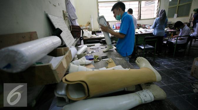 021962800_1455787359-20160218-Pembuatan-Kaki-Palsu-Yogyakarta-BH1